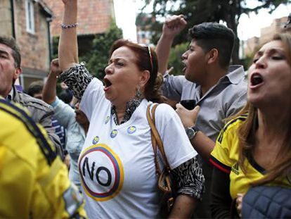 Opositores ao processo de paz na Colômbia comemoram a vitória do Não em Bogotá. / Em vídeo:Timochenko comenta o resultado do referendo.