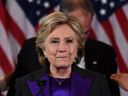 Hillary Clinton faz um discurso depois de sua derrota nas eleições presidenciais dos EUA.