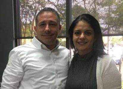 Iván e Natalia Arjona, especialistas imobiliários de Woodlands, Texas.