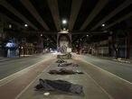 EL PAÍS BRASIL - Noite fria na cidade de São Paulo castiga os moradores em situação de rua. Diversas pessoas em situação de rua na região central da capital paulista, buscam doações e se protejer do frio extremo que abateu a cidade.  Na foto: Região do Patio do Colégio onde segundo a GCM, mais de 60 pessoas buscam doações de comida e roupas para dormirem na região.Foto: TONI PIRES _  EL PAÍS 29.07.2021 - São Paulo