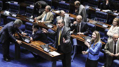 Nunes (PSDB) e Grazziotin (PCdoB) em sessão do PEC
