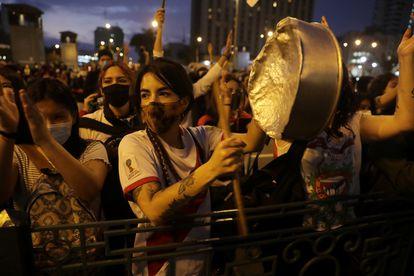 Manifestante durante um protesto neste sábado em Lima.