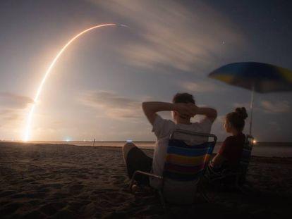 Lançamento do foguete 'Falcon 9' da companhia Space X a partir de Cabo Canaveral, em 23 de maio.