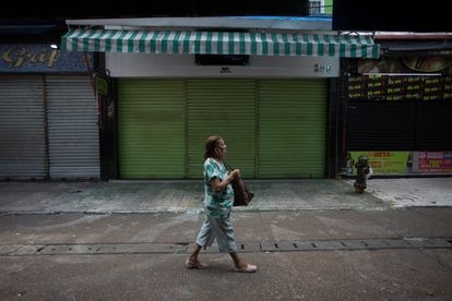 Comércio de rua fechados no centro de Manaus  novamente fechados por conta da nova onda de covid019. Ordem veio da Justiça.