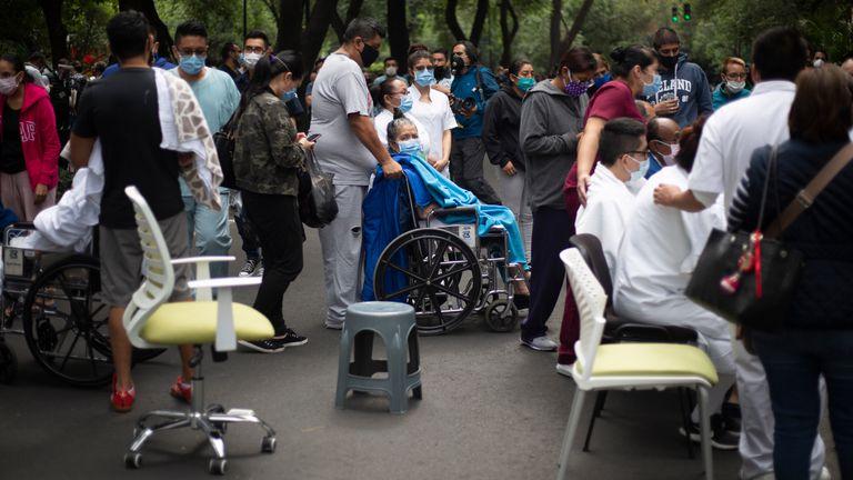 Forte terremoto sacode o México