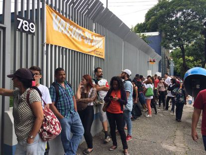 Fila em posto de saúde de Pinheiros, na capital paulista.
