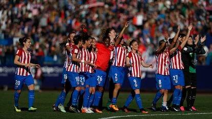 As jogadoras do Atlético celebram a vitória contra o Barça.