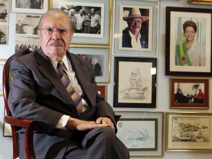 O presidente do Senado, José Sarney, no gabinete.