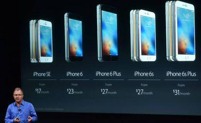 O vice-presidente de marketing da Apple apresenta o iPhone SE.