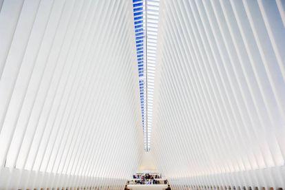 Interior do Oculus, projetado por Santiago Calatrava, em Nova York.