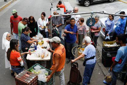 Posto de venda de frutas e verduras em Caracas.