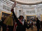 Seguidores de Donald Trump dentro del Capitolio