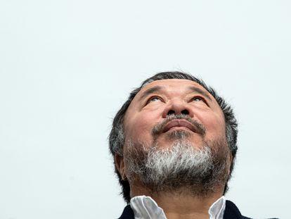 Ai Weiwei, apresentando sua exibição na Kunstsammlung Nordrhein-Westfalen no ano passado.