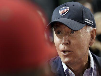 O presidente dos EUA, Joe Biden, nesta quarta-feira, num jogo de beisebol beneficente em Washington.
