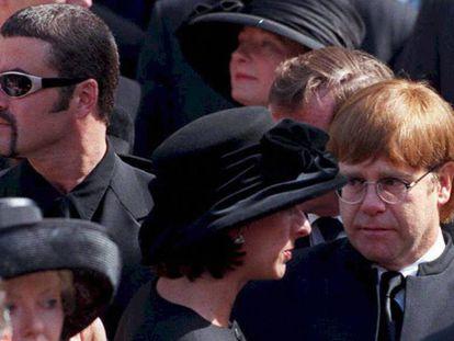 George Michael com Elton John em 1997 no funeral do Lady Di.