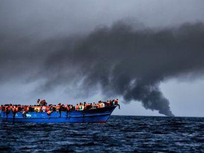 Pelo menos 37 imigrantes morreram tentando fazer a travessia da Líbia para a Itália