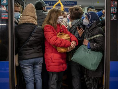 Aglomeração de passageiros no metrô de Madri, em janeiro.