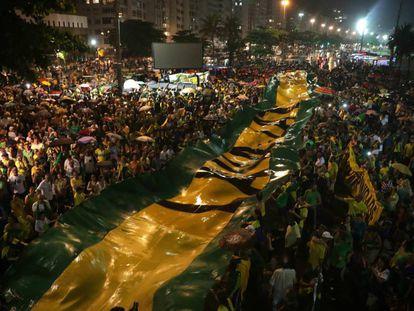 Centenas de pessoas participaram do protesto no Rio de Janeiro.