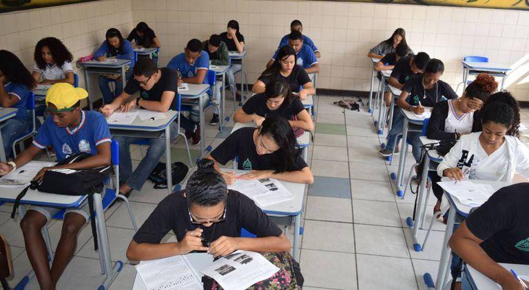 Alunos da rede estadual de Salvador se preparam para o Enem.