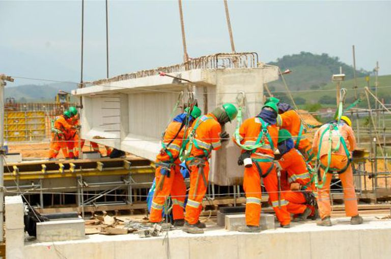 Construção civil teve 25.823 demissões em fevereiro.