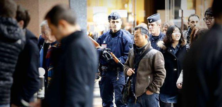 Polícia no centro de Paris.