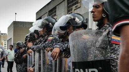 Membros da polícia da Venezuela, em Caracas, em 2018.
