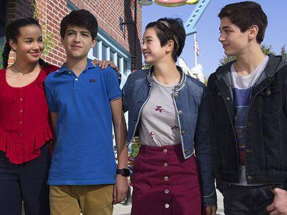 Da esquerda para a direita, Sofia Wylie, Joshua Rush, Peyton Elizabeth Lee e Asher Angel na série 'Andi Mack'.