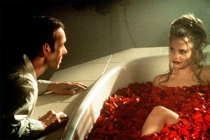 Kevin Spacey e Mena Suvari em cena de 'Beleza americana' (1999), de Sam Mendes.