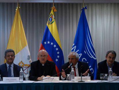 Os mediadores da mesa pelo diálogo na Venezuela, durante uma coletiva de imprensa.
