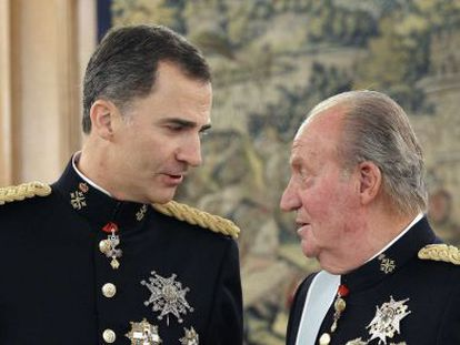 Felipe VI e Juan Carlos no palácio da Zarzuela.