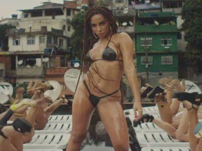 A estrela do pop brasileira Anitta no clipe de 'Vai Malandra'.