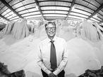Bill Gates, en una central de distribución de fertilizante en Dar es-Salaam, Tanzania, en 2018.
