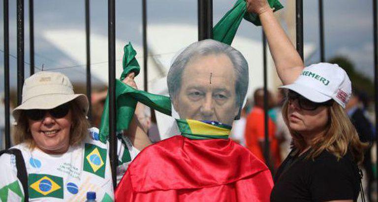 Manifestação contra os acusados do mensalão. / EFE