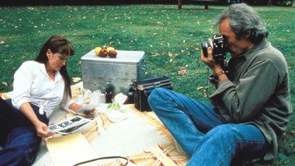 Os atores Clint Eastwood e Meryl Streep em uma cena do filme 'As Pontes de Madison'.