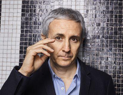 O historiador francês Ivan Jablonka, retratado na terça-feira em sua casa, em Paris.