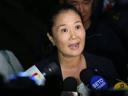 Keiko Fujimori fala a jornalistas na quarta-feira passada, em Lima (Peru).