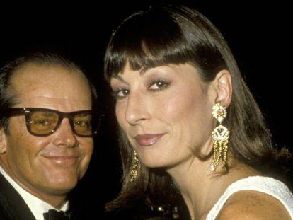 Anjelica Huston com Jack Nicholson, que foi seu namorado durante 17 anos de forma intermitente e foi um dos dois homens cuja sombra superou graças ao seu talento. O outro foi o pai, John Huston.