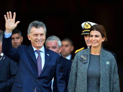 Macri e sua esposa, Juliana Awada, em 25 de maio em Buenos Aires.