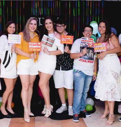 Bianca Galvão de Oliveira (última à direita da foto), ao lado do primo Pedro Ivo e de outros primos e amigas. Esta era sua foto favorita.