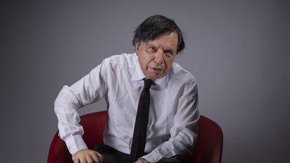 Giorgio Parisi posa na sexta-feira passada após ser reconhecido com o Nobel de Física.