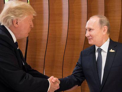 Primeiro encontro de Trump e Putin sob a sombra da trama russa