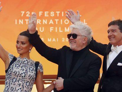 Penélope Cruz, Pedro Almodóvar e Antonio Banderas, na chegada à apresentação de 'Dor e Glória'.