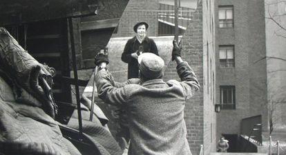 Cada foto de Vivian Maier mergulha no segredo dela, em vez de dissipá-lo.