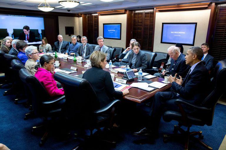Reunião do presidente Obama com autoridades da saúde.