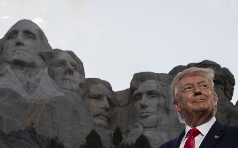 O presidente Trump, durante uma visita ao monte Rushmore.