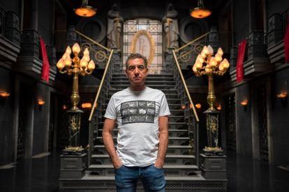 Álex Pina nos cenários de 'A casa de papel', nos arredores de Madri, em julho, antes da sua destruição. Em vídeo: o criador da série escolhe sua cena preferida e comenta como a equipe viveu seu sucesso.