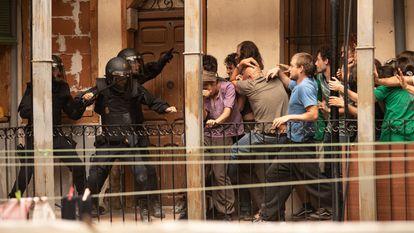 Uma cena da série espanhola 'Antidisturbios'.