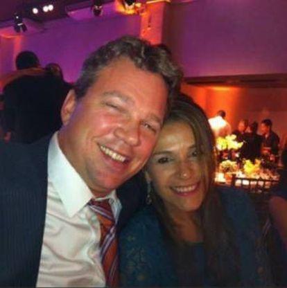 Fabíola e o marido em sua foto de perfil do Facebook.