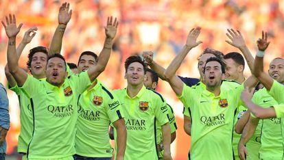 Jogadores do Barcelona celebrando o título.