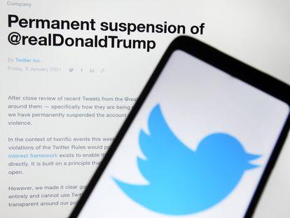 O anúncio da suspensão permanente da conta de Donald Trump no Twitter, em janeiro de 2021.
